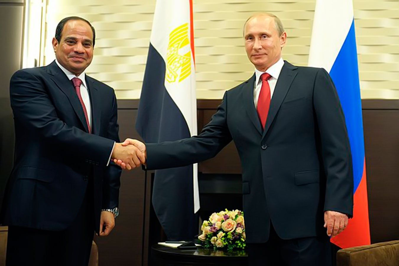 Президент России снял запрет на регулярные полеты в Каир