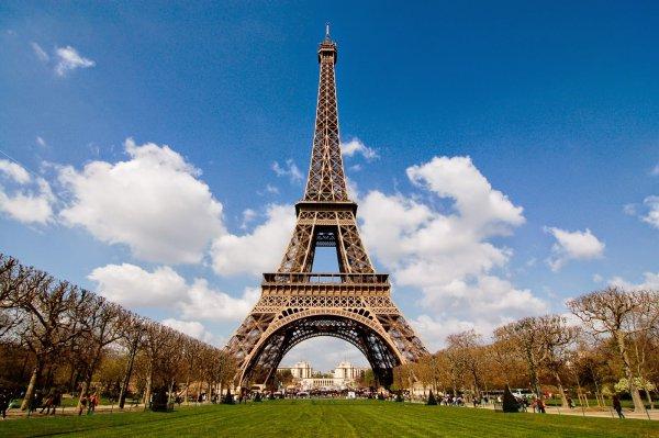 Эйфелева башня пять часов была закрыта для туристов
