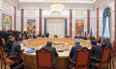 В Минске парафировано соглашение об отводе танков и орудий менее 100 мм