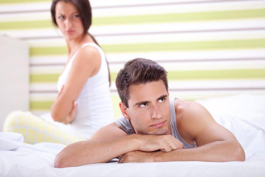 Половой партнер привык кончать на лицо подруги  294830