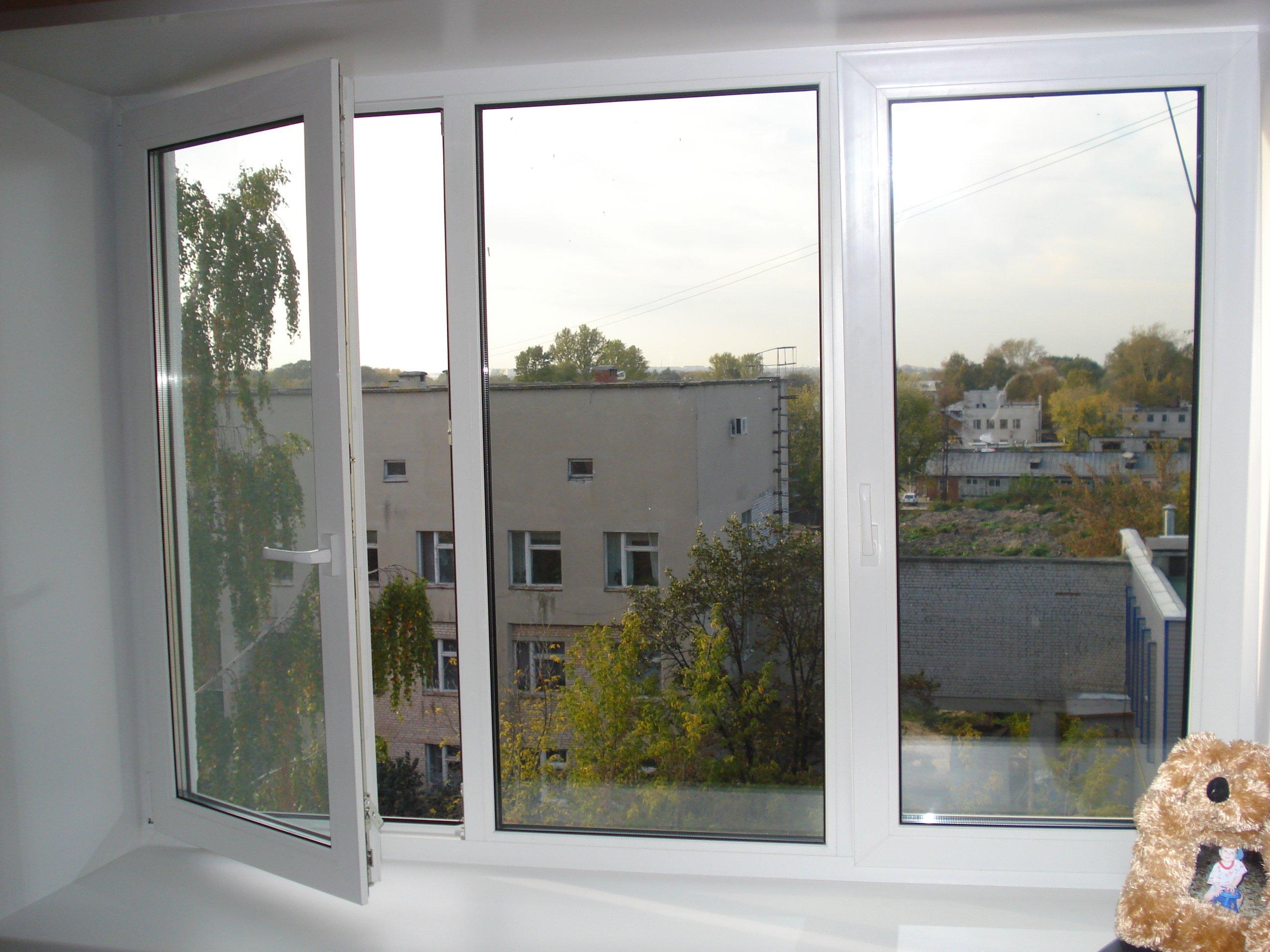 Чем заклеить окна на зиму 1 фотография