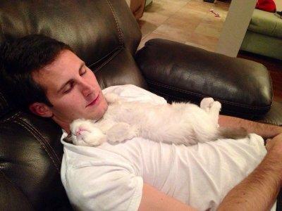 Ученые доказали, что мужчинам полезно спать обнаженными