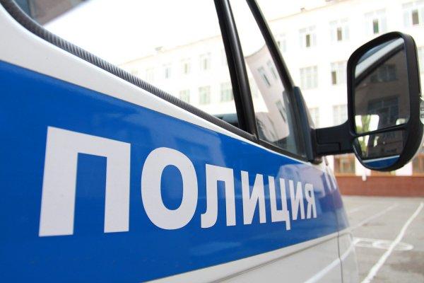 В Петербурге на детской площадке задержали мужчину в трусах