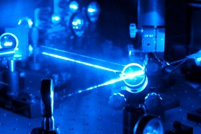 Ученые впервые с помощью лазера охладили жидкость