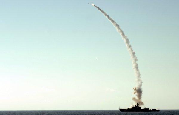 Российские корабли выпустили 18 ракет по позициям боевиков в Сирии