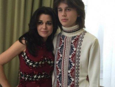 Поклонники Анастасии Заворотнюк шокированы фотографией ее взрослого сына
