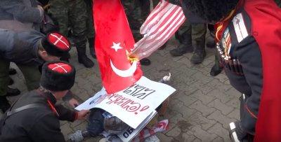 Кубанские казаки сожгли чучела Эрдогана и Обамы
