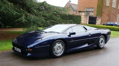 В сети на продажу выставлен праворульный суперкар Jaguar JX220 1993 года