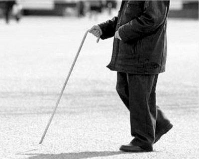 В Татарстане слепой мужчина изнасиловал помогавшую ему женщину