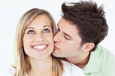 Чем больше мужчина целует женщину, тем больше он зарабатывает – ученые