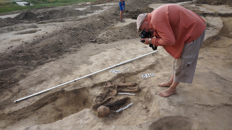 Древнее скифское захоронение обнаружено при раскопках на алт.