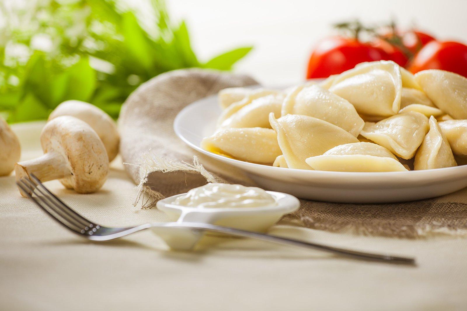 картинка вареники в тарелке стильные качественные кухонные