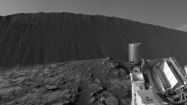 Марсоход Curiosity сделал новые панорамные снимки песчаных дюн на Марсе