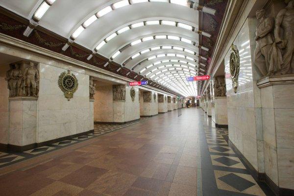 В Петербурге на станции «Нарвской» мужчина напал с ножом на пассажира
