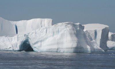 Ученые привезут космическую пыль из Антарктики в Санкт-Петербург