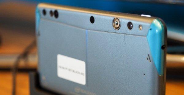 Intel презентовала смартфон с 3D-камерой RealSense