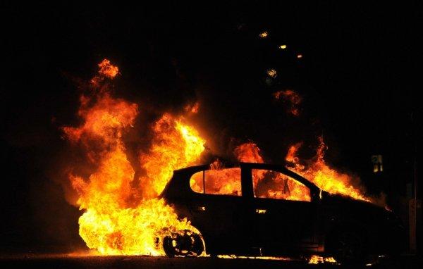 В Выборгском районе Петербурга загорелись Ford и фура DAF
