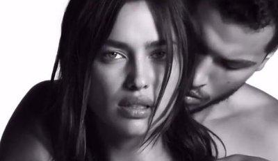Ирина Шейк снялась обнаженной для рекламы Givenchy