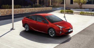 На авторынке Японии новая Toyota Prius стала бестселлером