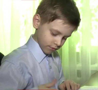 10-летний мальчик попросил Павла Астахова спасти его от жизни с матерью