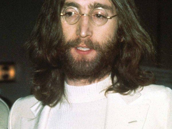 Самую большую копну волос Джона Леннона продадут с молотка