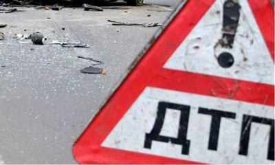 В центре Петербурга иномарку выбросило  на тротуар, есть пострадавшие