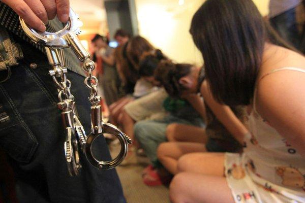 Россиянин пытался вывезти с Украины женщин для сексуального рабства.