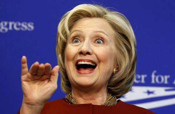 Хиллари Клинтон залаяла во время выступления перед избирателями