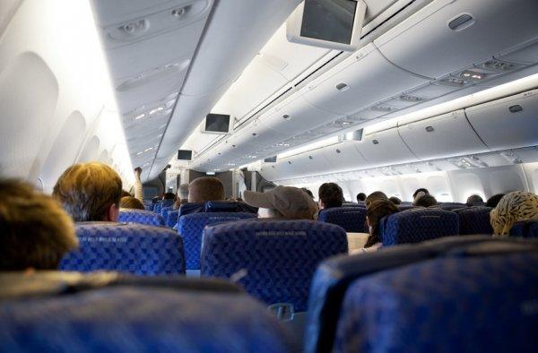 В Краснодаре с самолёта сняли пьяного дебошира, направлявшегося в Москву