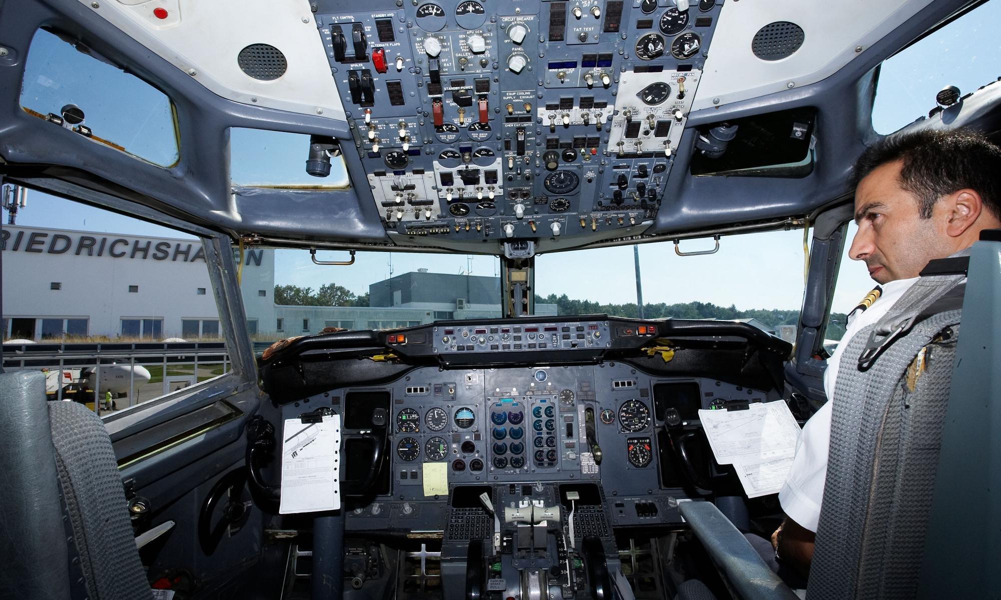 Сокращение зарплат пилотам
