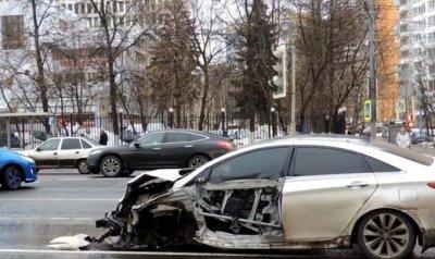 В Москве в массовом ДТП машине оторвало колеса