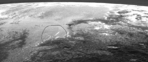 Зонд New Horizons обнаружил облака на первых детальных снимках Плутона