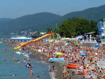 Названы наиболее популярные российские курорты для летнего отдыха