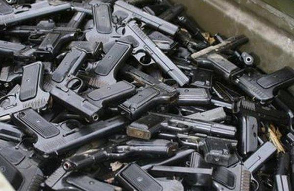В московской квартире ликвидировали оружейный склад с пулеметами и автоматами