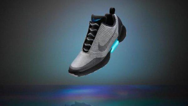 """Компания Nike презентовала """"умные"""" кроссовки из фильма """"Назад в будущее"""""""