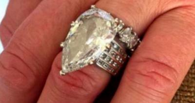 Муж случайно выкинул обручальное кольцо жены за $400 тысяч