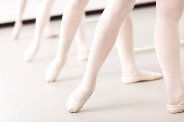 Ученые: Правильно выбранная позиция ног может увеличить популярность среди противоположного пола