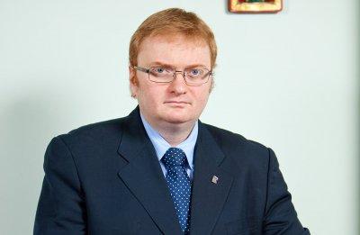 Милонов предложил закрыть страницы покойников в соцсетях