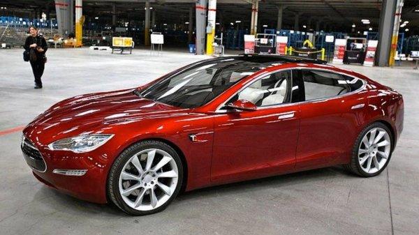 Электромобиль Tesla 3 получил 135 тысяч предзаказов