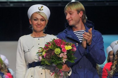 Яна Рудковская и Евгений Плющенко отдыхают «в раю»