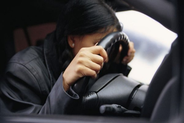 На Ставрополье пьяная девушка за рулем угнанного автомобиля протаранила 4 машины