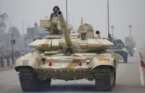 Эксперты: Мировые расходы на военные цели в 2015 году достигли $1,7 трлн