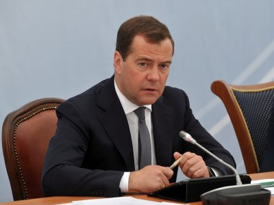 Медведев поддержал поставки российского оружия в Армению и Азербайджан