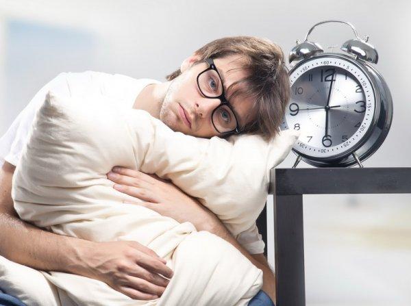 Ученые сравнили недосыпание с алкоголизмом