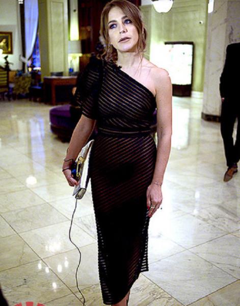 Юлия Барановская появилась на показе новой коллекции в полупрозрачном платье