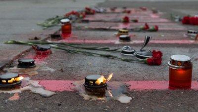 Активисты устроили драку и сожгли георгиевские ленточки у Дома профсоюзов в Одессе