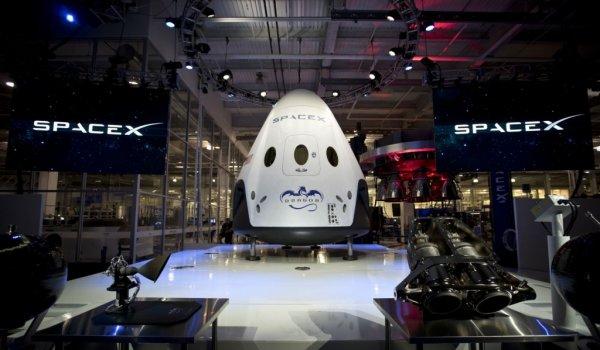 Грузовой корабль Dragon успешно пристыкован к МКС