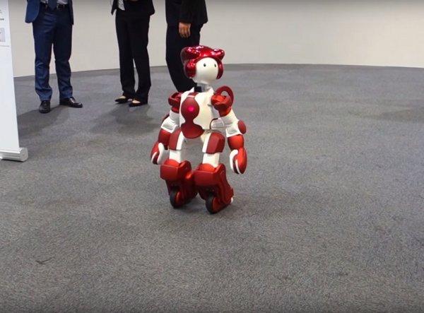 В японских торговых центрах работает робот-гид