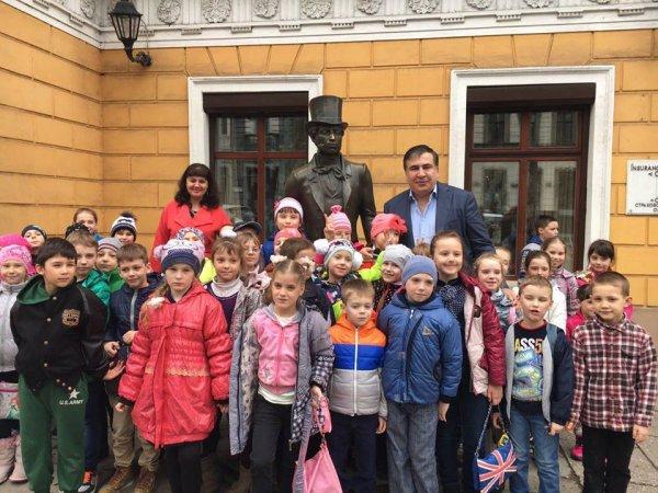 Саакашвили выполнил поступившую от памятника Пушкину просьбу