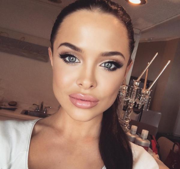 В Instagram набирает популярность двойник Анджелины Джоли